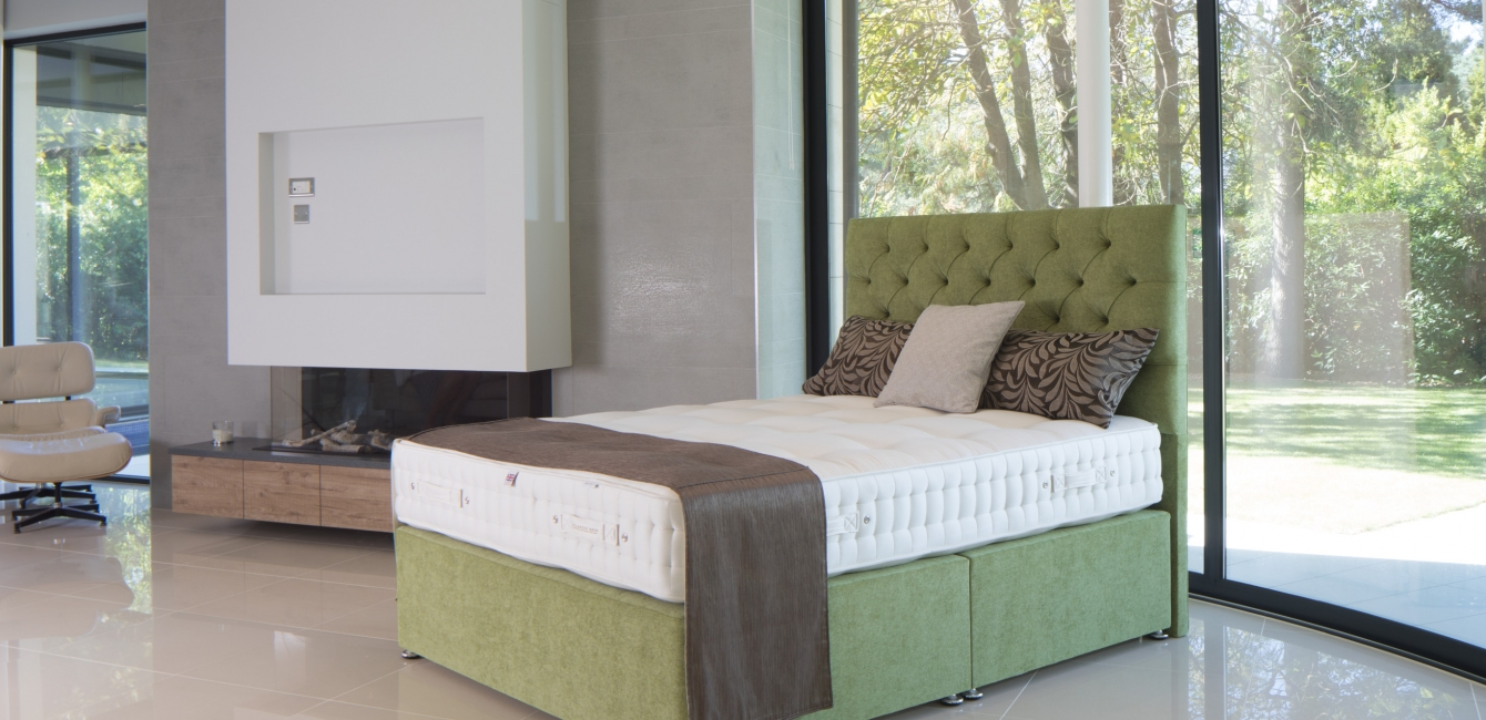 Cotton 3000 set with 'Aldelphi' Floor Standing Headboard